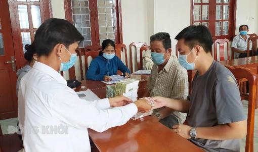Bình Đại bồi thường cho người dân khu tái định cư thuộc dự án Khu công nghiệp Phú Thuận
