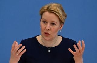 Bộ trưởng Gia đình Đức từ chức do cáo buộc đạo văn luận án tiến sĩ