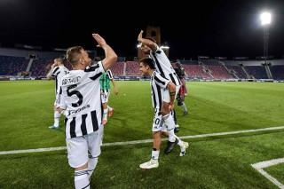 Juventus lách khe cửa hẹp vào top 4; AC Milan giành ngôi Á quân