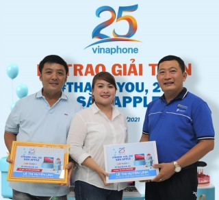 VinaPhone Bến Tre trao thưởng cho khách hàng