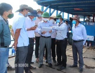 Khảo sát công trình kè chống sạt lở cồn Phú Đa, huyện Chợ Lách