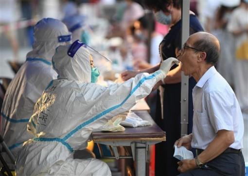 Mỹ có thể tặng các nước 500 triệu liều vaccine; số ca tử vong lại tăng vọt ở Ấn Độ
