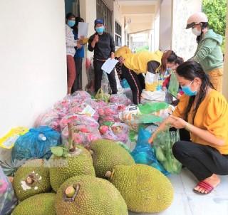 Phụ nữ Bình Đại liên kết tiêu thụ trái cây hỗ trợ phụ nữ tỉnh Tiền Giang