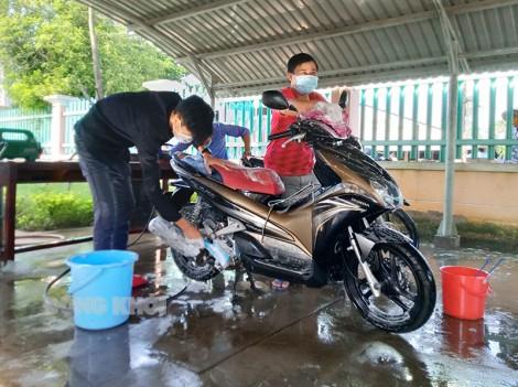 Xã Đoàn Tân Thiềng rửa xe gây quỹ phòng chống Covid-19