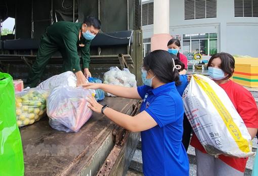 Đoàn viên, thanh niên Bến Tre góp nông sản gửi TP. Hồ Chí Minh