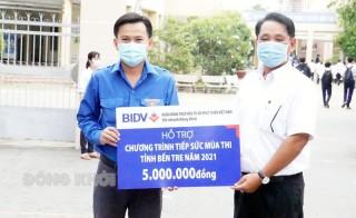 BIDV Đồng Khởi trao tặng nhiều phần quà cho các đội tình nguyện
