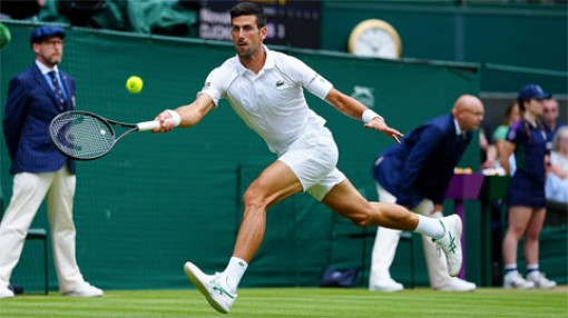 Djokovic thắng trận sân cỏ thứ 100, vào bán kết Wimbledon 2021