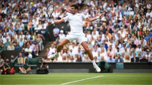 Djokovic vào chung kết Wimbledon lần thứ 7