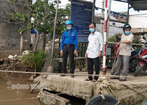 Lãnh đạo huyện Bình Đại khảo sát khu vực có nguy cơ bị sạt lở nghiêm trọng