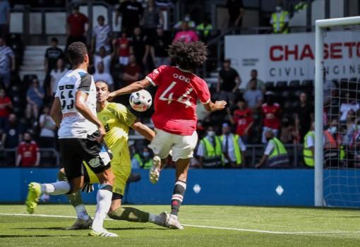 Pellistri lần đầu ghi bàn, Man United thắng đội bóng của Rooney