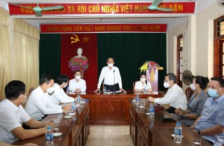 Phó Thủ tướng Thường trực tặng quà gia đình chính sách nhân ngày 27-7-2021