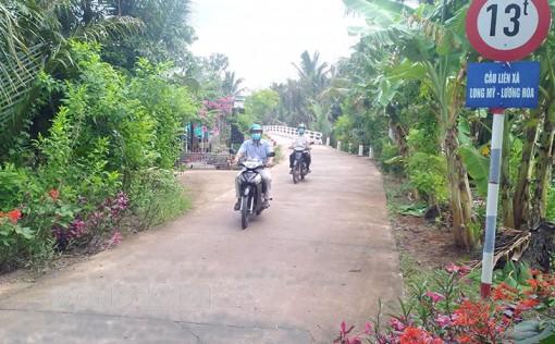 Dân vận khéo làm đường nông thôn ở ấp Hòa Lợi