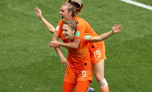 Nữ Hà Lan tạo mưa bàn thắng và hat-trick đầu tiên tại Olympic 2021