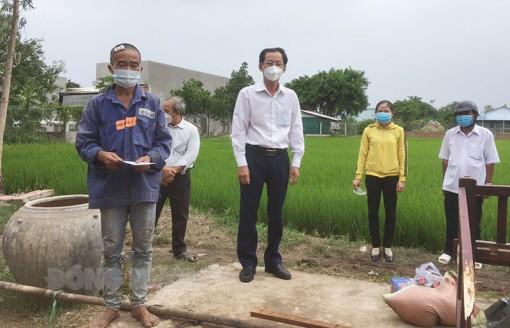 Giông, lốc gây thiệt hại tại Ba Tri và Châu Thành