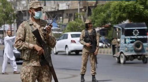 Pakistan triển khai quân đội chính quy tới biên giới với Afghanistan