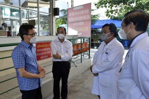 Tất cả bệnh viện, thầy thuốc cùng siết chặt tay trên tuyến đầu chống dịch