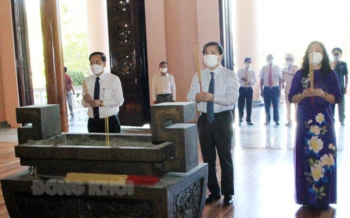 Viếng Nghĩa trang liệt sĩ nhân kỷ niệm 74 năm Ngày Thương binh - Liệt sĩ 27-7