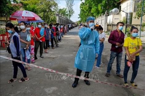 Campuchia phong tỏa 8 tỉnh giáp Thái Lan