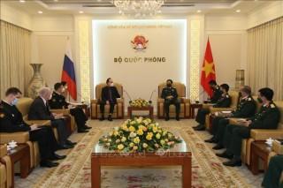 Bộ trưởng Bộ Quốc phòng tiếp xã giao Đại sứ Liên bang Nga tại Việt Nam