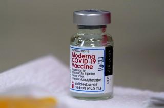 Moderna tuyên bố vaccine COVID-19 hiệu quả 93% sáu tháng sau tiêm