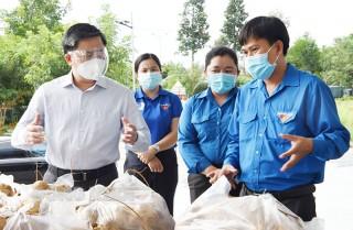Bí thư Tỉnh ủy Lê Đức Thọ thăm các mô hình hỗ trợ phòng chống dịch