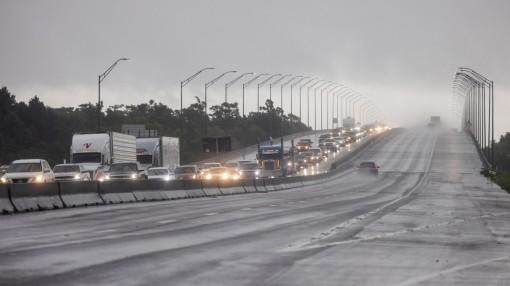 Tiểu bang của Mỹ đối mặt cơn bão lớn nhất 170 năm