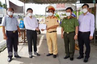 Ủy viên Trung ương Đảng - Bí thư Tỉnh ủy Lê Đức Thọ thăm, kiểm tra công tác phòng, chống dịch