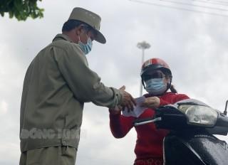 Lực lượng bảo vệ dân phố, dân phòng tích cực phòng chống dịch Covid-19
