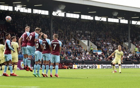 Người hùng Odegaard, Liverpool lên đỉnh bảng