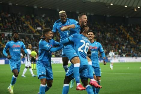 Napoli chiếm ngôi đầu bảng