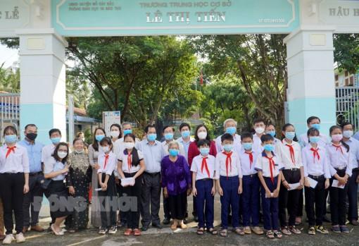 Lễ công bố quyết định đổi tên Trường THCS Tân Phú Tây
