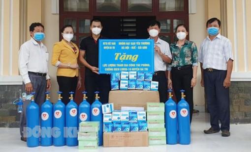 Trao thiết bị y tế, đồ bảo hộ cho người dân huyện Ba Tri