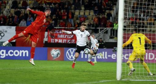 Die Mannschaft giành vé đầu tiên dự World Cup 2022