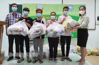 Trao 1,6 ngàn túi an sinh cho người lao động tại khu cách ly