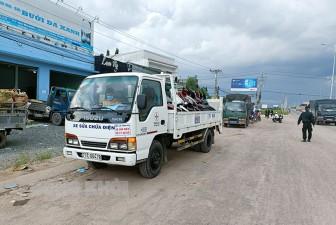 Điện lực Thạnh Phú hỗ trợ đưa người dân từ TP. Hồ Chí Minh về quê