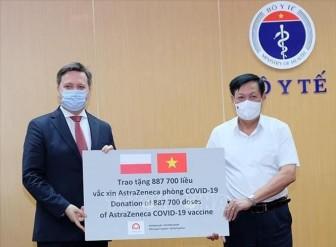 Tiếp nhận gần 2 triệu liều vaccine AstraZeneca do Ba Lan và Hàn Quốc tài trợ