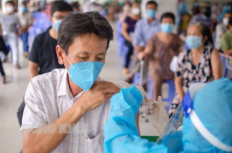 Bến Tre triển khai tiêm vắc-xin Sputnik V trên nền tảng công nghệ