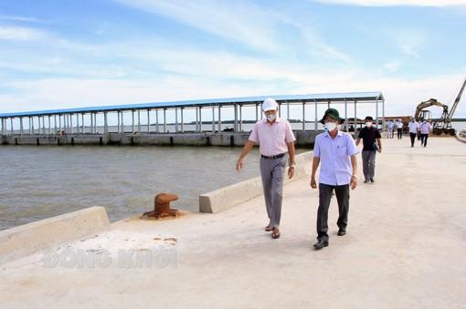 Kiểm tra tiến độ Dự án Khu neo đậu tránh trú bão cho tàu cá kết hợp cảng cá Ba Tri
