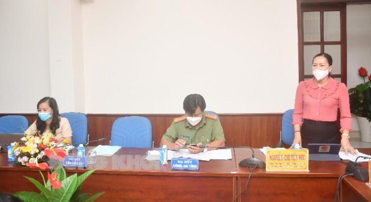 Đại biểu Quốc hội thảo luận các dự án luật