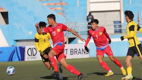 Thắng nhọc U23 Lào, U23 Malaysia vượt mặt U23 Thái Lan